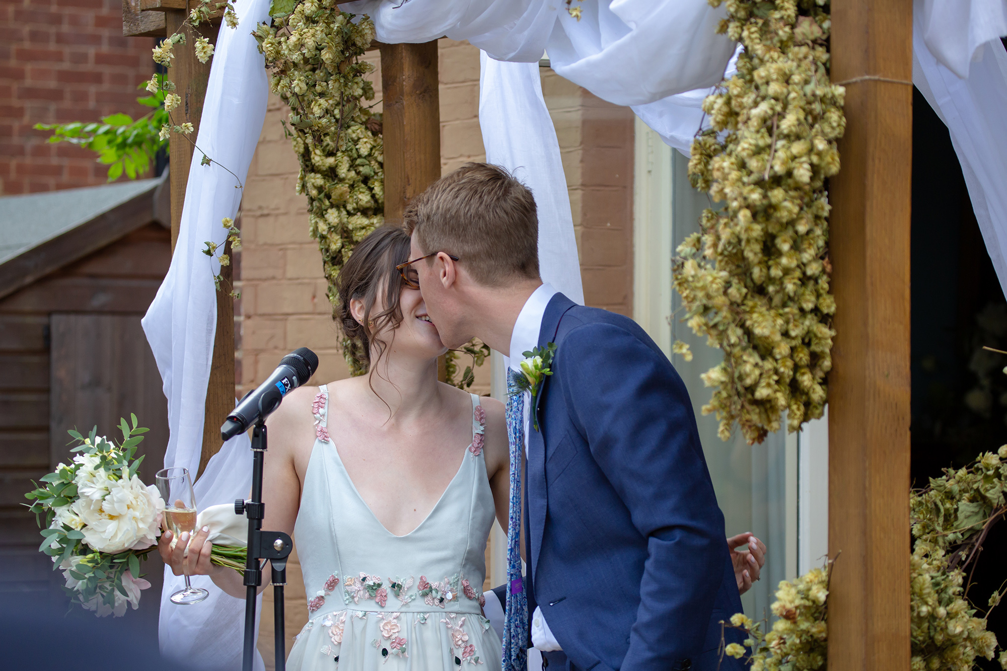 chichester_wedding_photographer_london_juliatoms_048.jpg