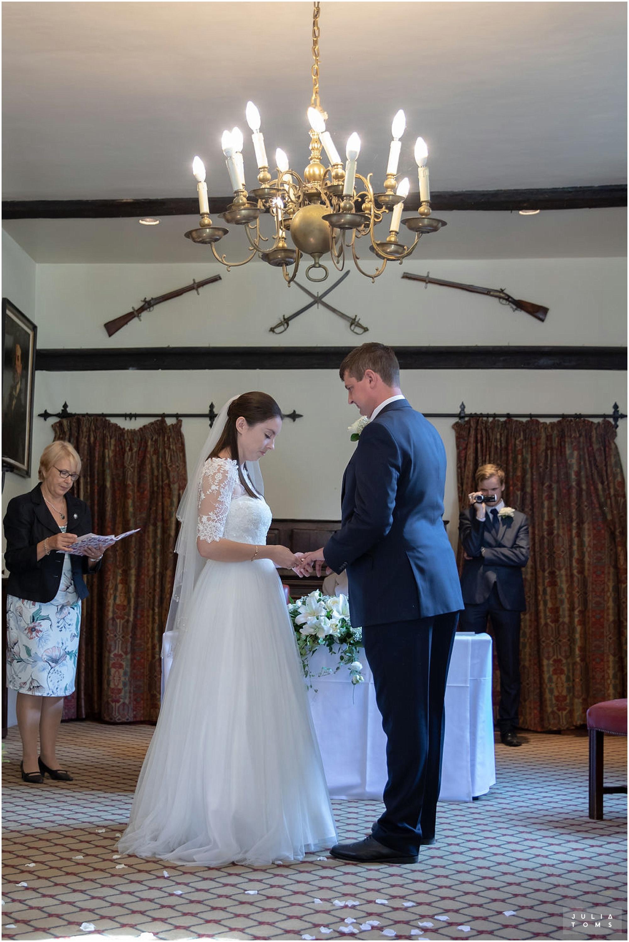 amberley_castle_wedding_photographer_017.jpg