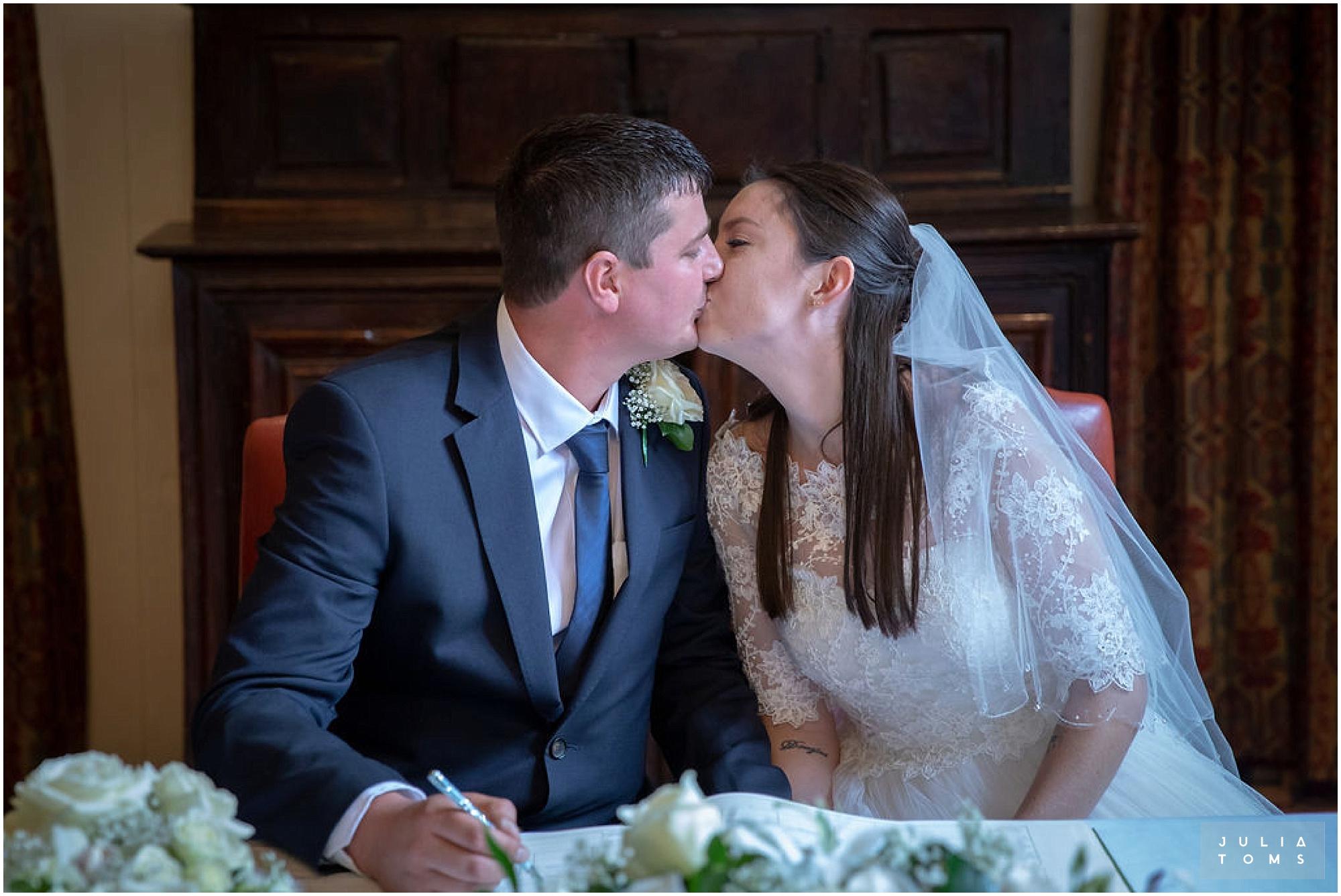 amberley_castle_wedding_photographer_025.jpg