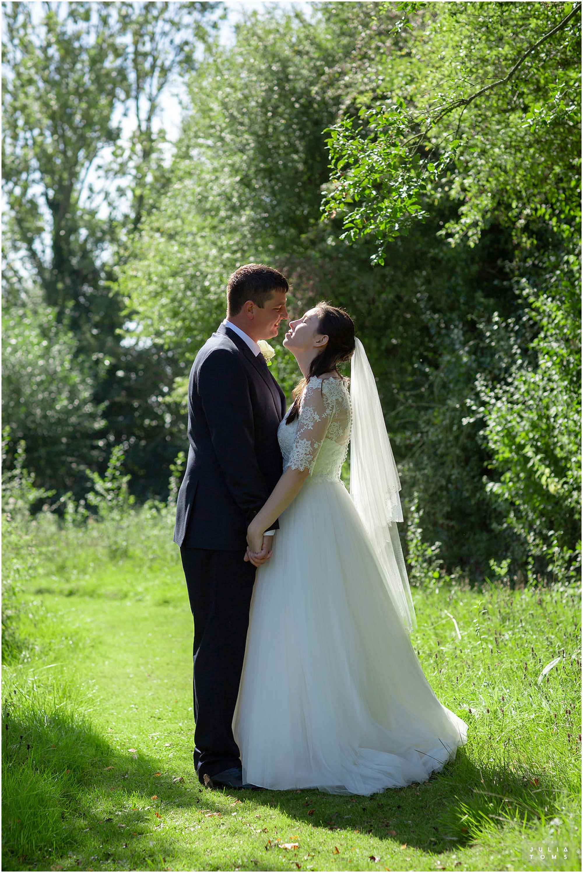 amberley_castle_wedding_photographer_031.jpg