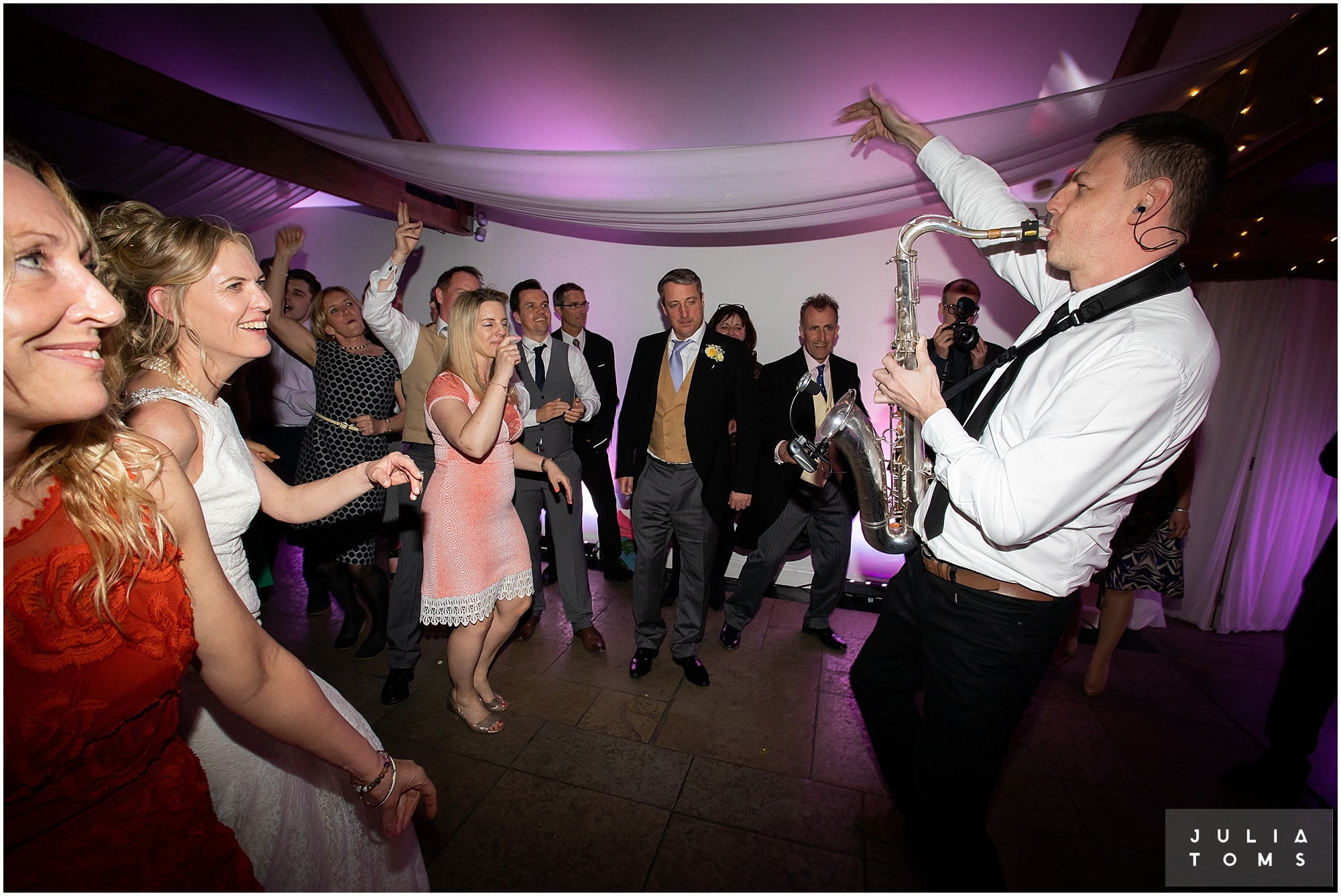 farbridge_barn_wedding_photographer_chichester_060.jpg