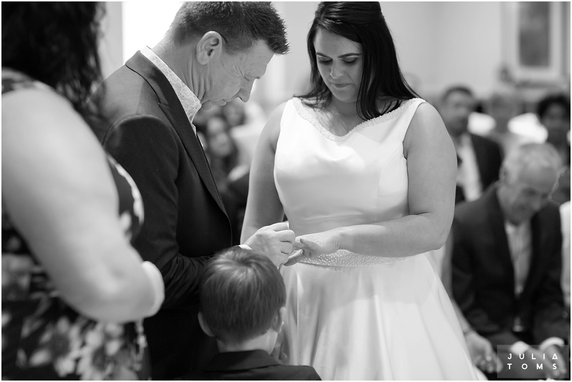 hampshire_wedding_photographer_juliatoms_030.jpg