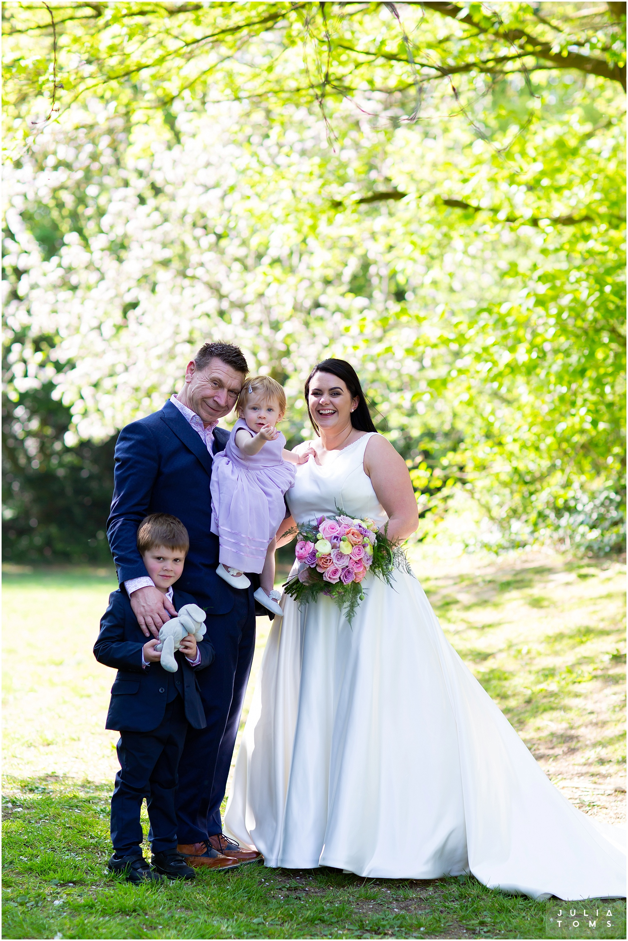 hampshire_wedding_photographer_juliatoms_045.jpg