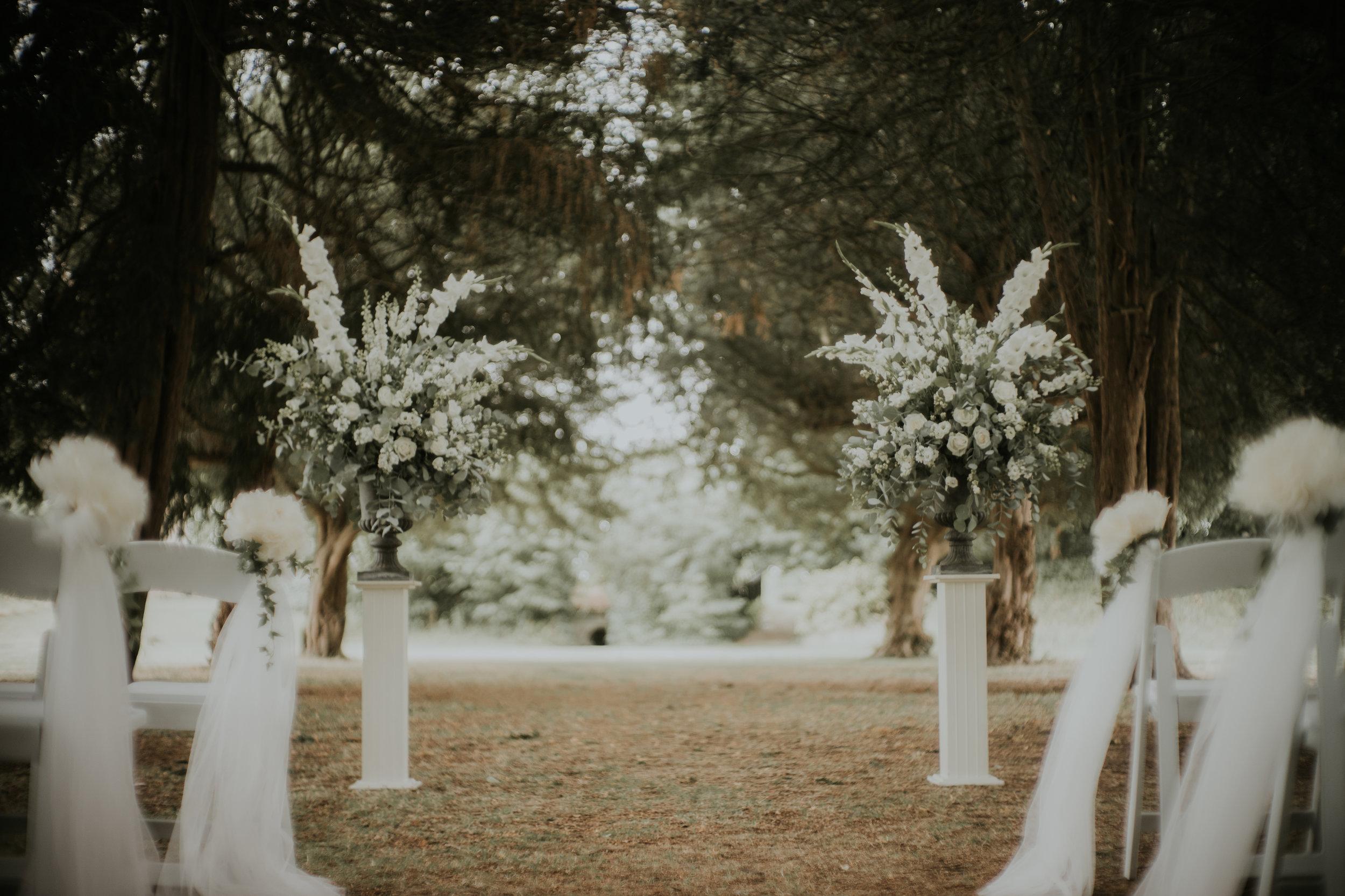 floral-pedestal-wedding-the-planning-lounge