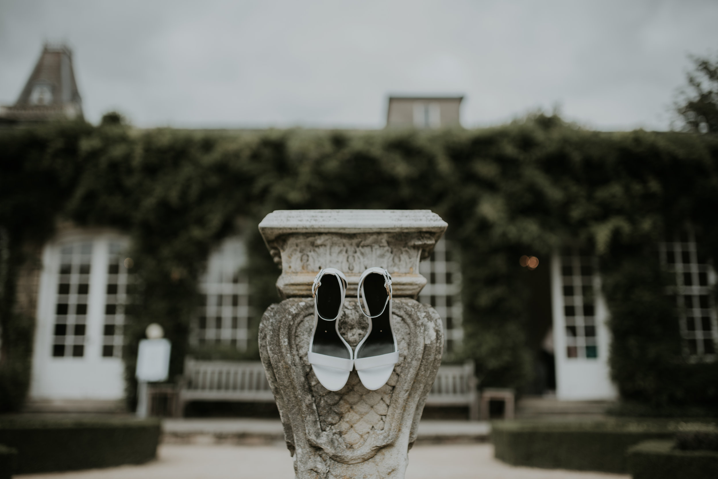 bridal-shoes-on-pedestal-photography