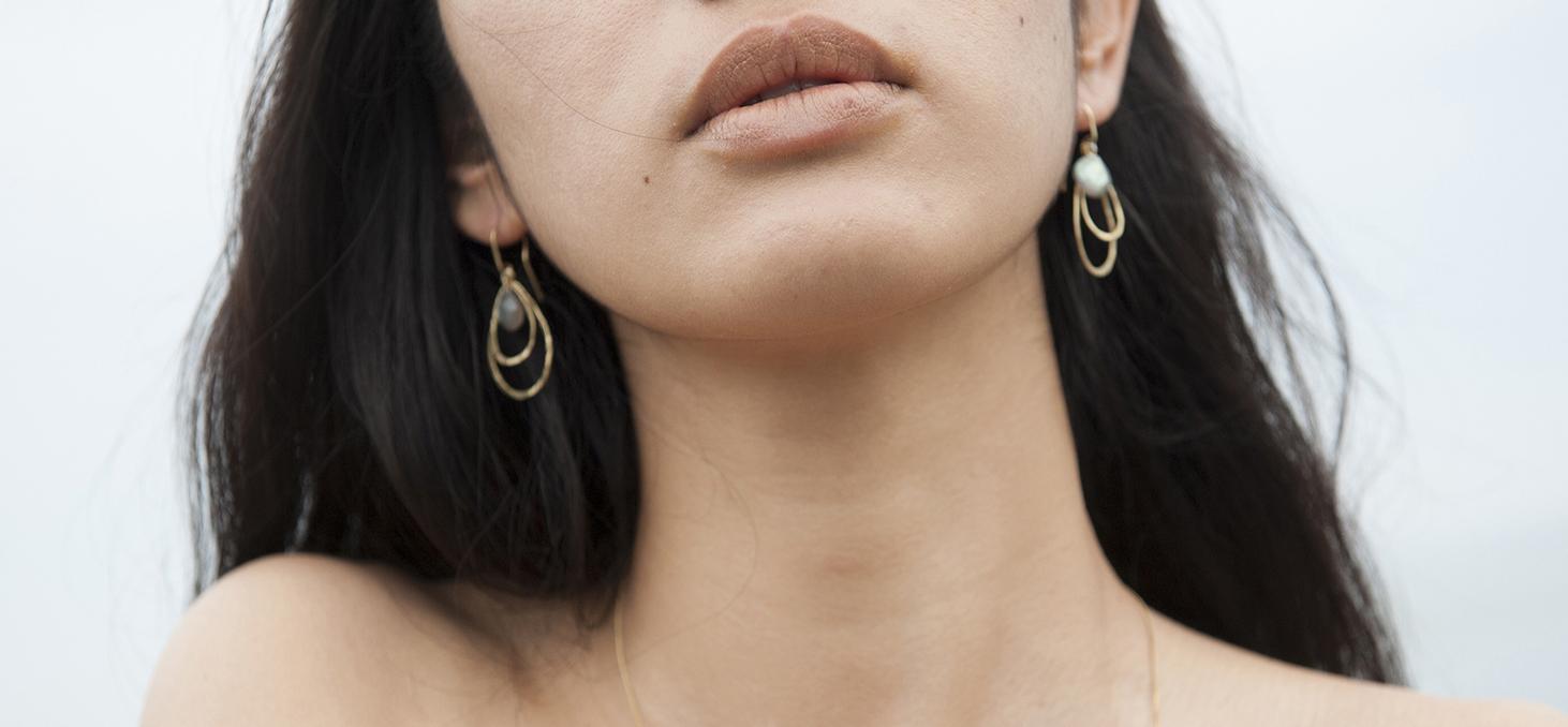 Boucles d'oreilles en forme de goutte de pluie, argent, vermeil, or, pierre fine, labradorite.