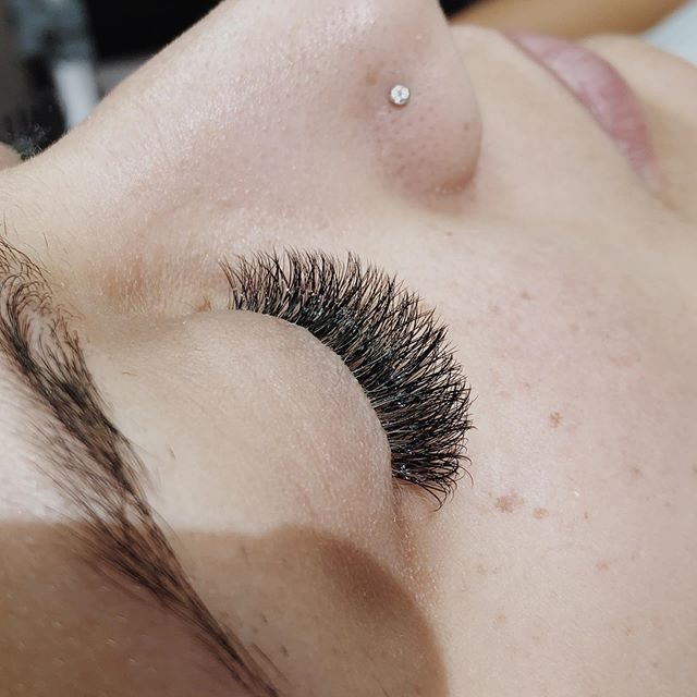 starting your week w/ a lash fill