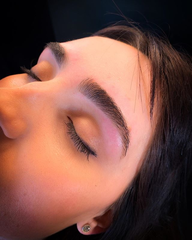 a full natural brow is always in! • • • call @sirenandproper at 616.427.5394 for all your eyebrow needs ✨