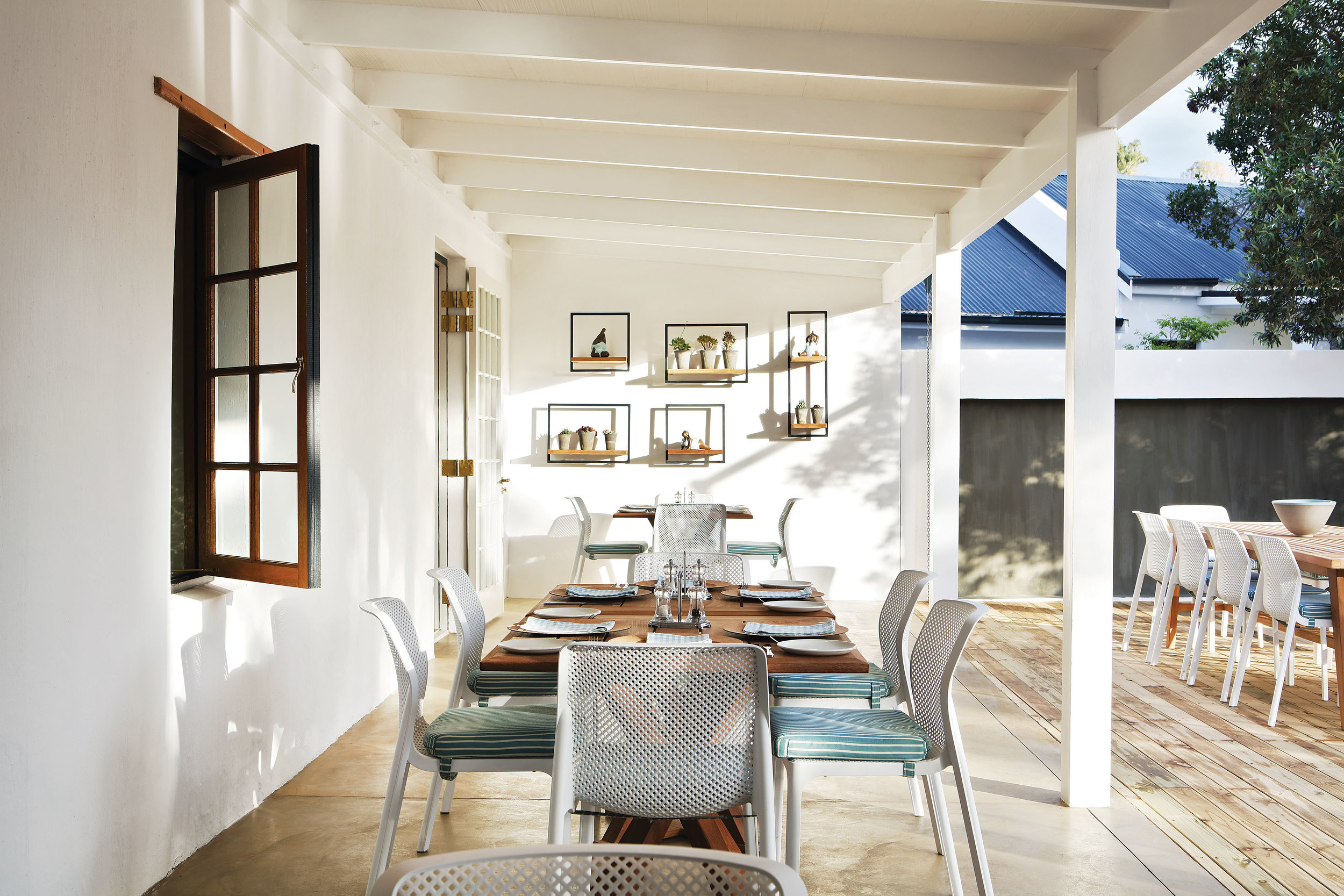 5. or_terrace_dining.jpg
