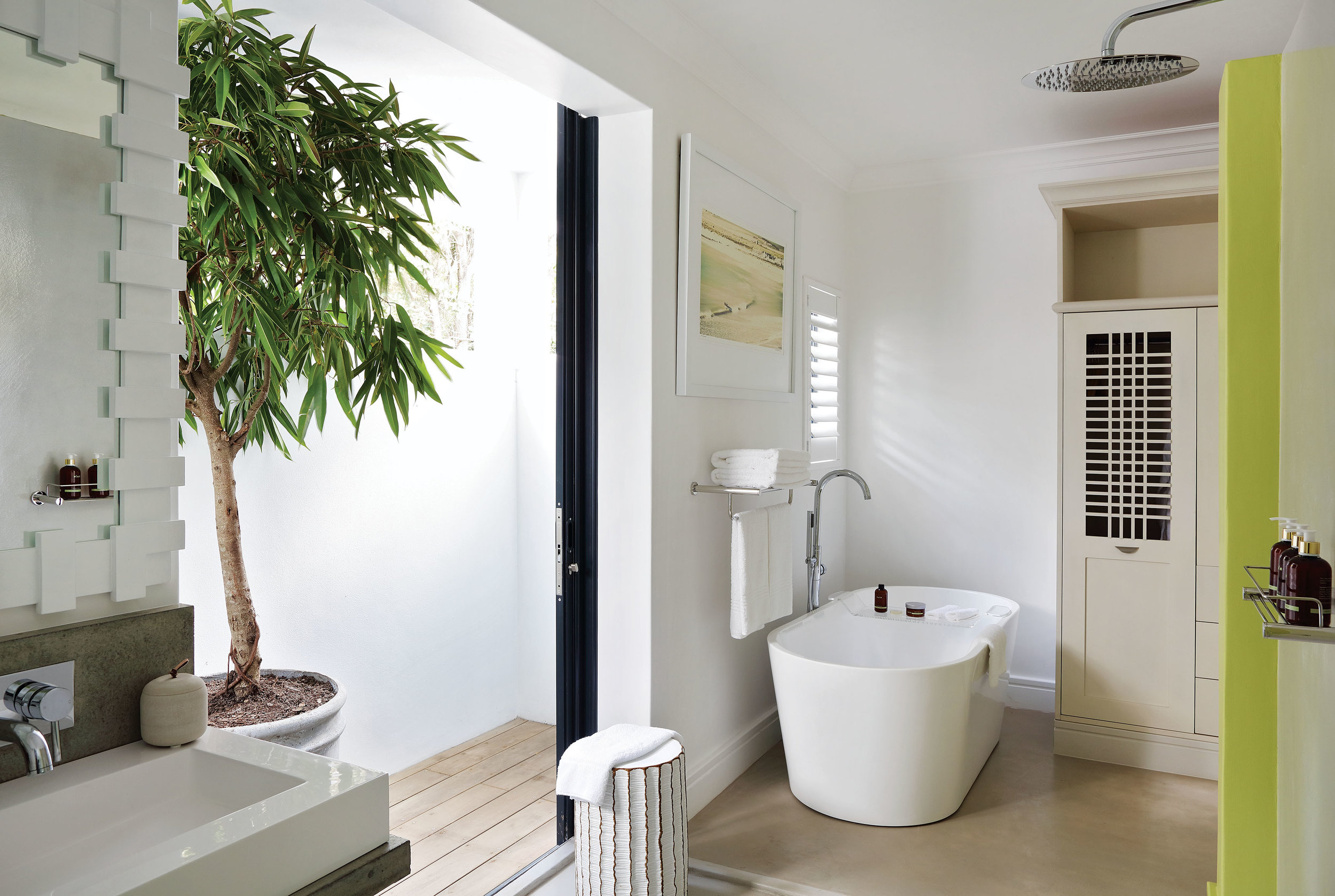2. or_room_pool_bathroom1.jpg