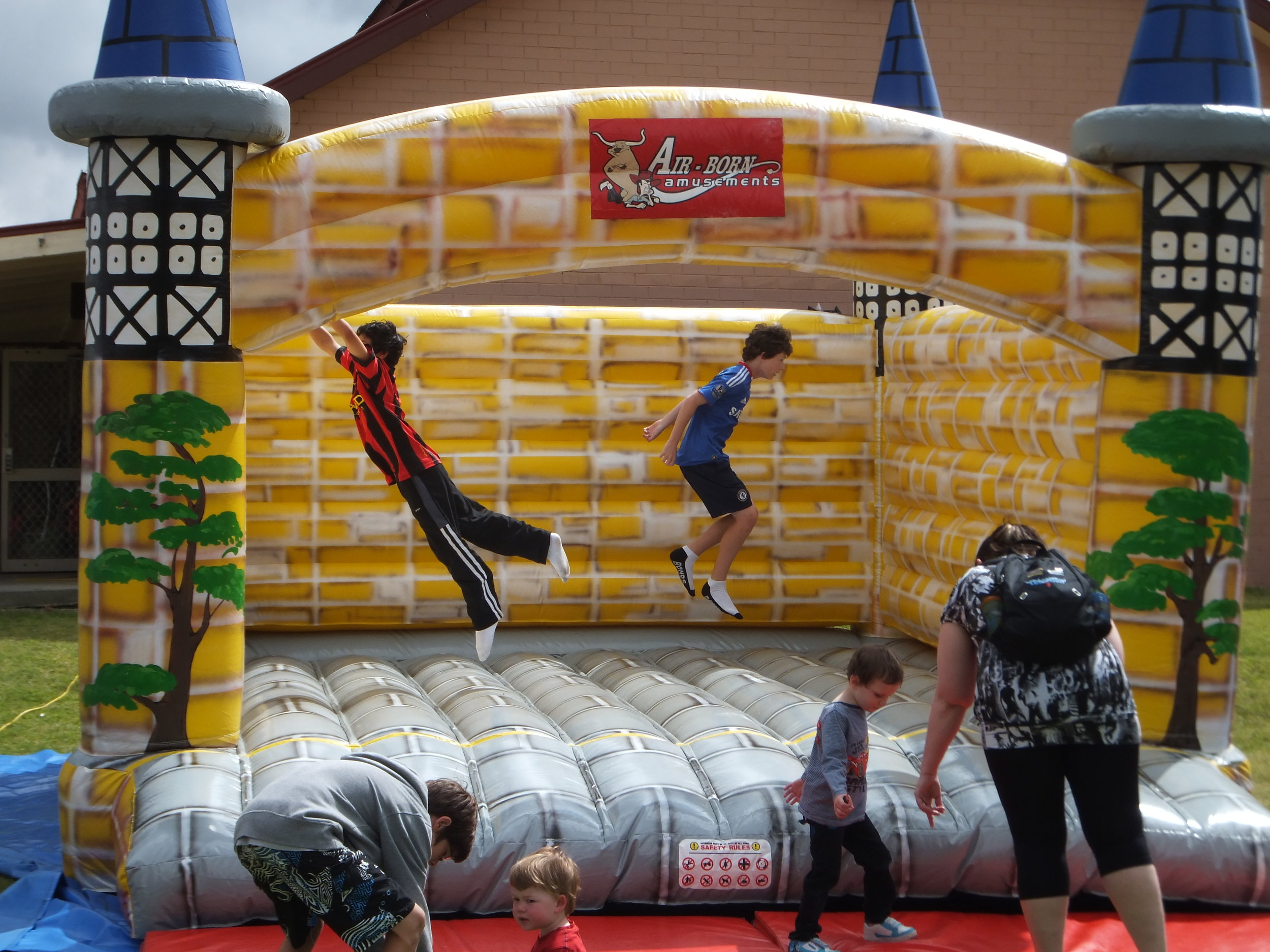 ROYAL BOUNCY CASTLE