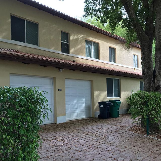 This home is ready for the new family who will start their new life in #miami in a week. Massive interior featuring over 3,600 SW ft, 350 Sq. meters of space - pool, fenced in yard and the coveted #pinecrest #school district. Another #Europe ==  #miami🌴 #relocation  congratulations to my #clients and wish you well! . . . . . #miamirealestate #miamirealtors #miamire #propertyagent #bestschoolsinmiami #miamidadeschools #relocating #expatlife #expat #florida #floridamoves #miamiliving #miamilive #movetomiami #bestrealtor #newhome #newlife #forrent #forsale