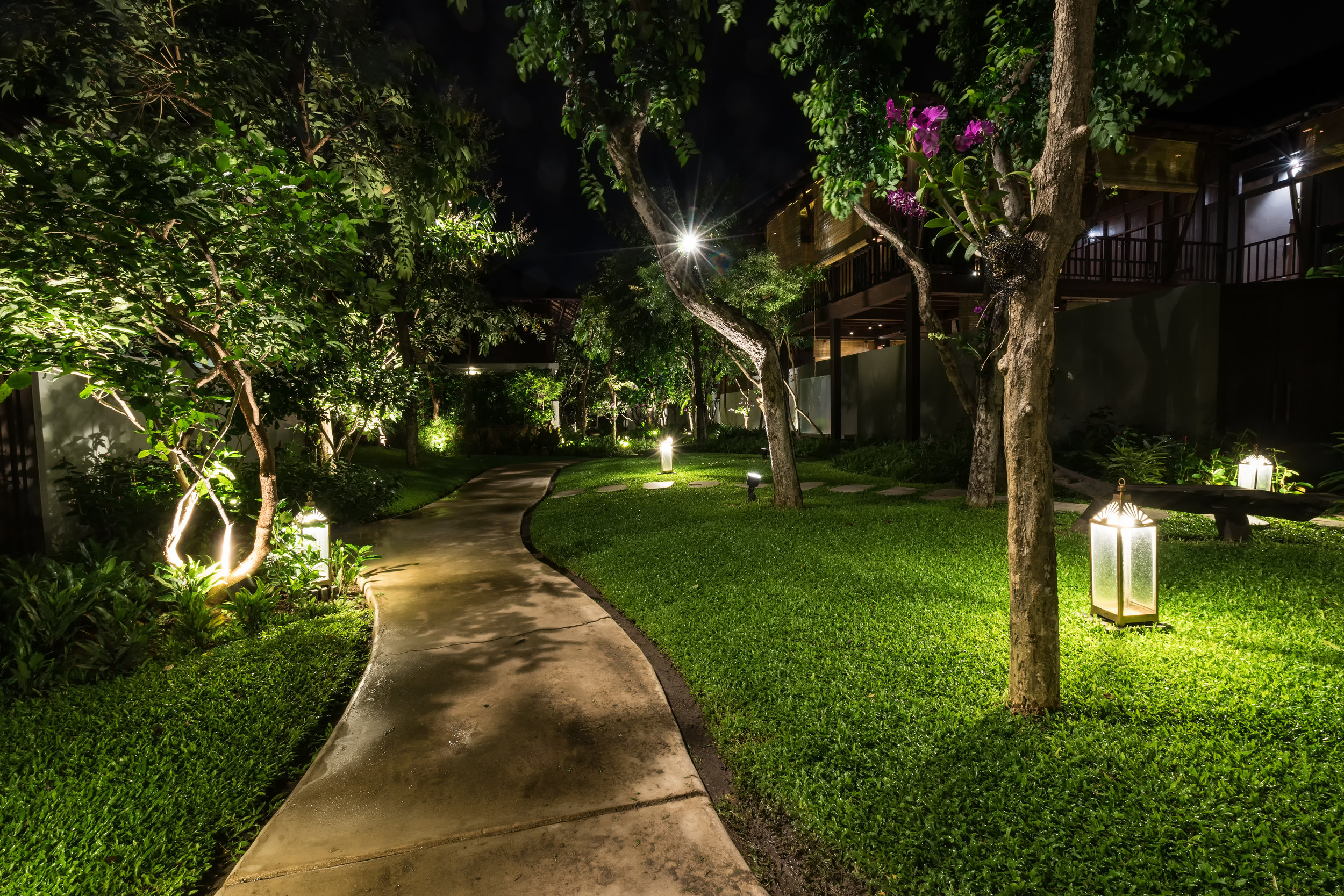 Uplighting or Downlighting: Which Landscape Lighting Do You Need for Your Home in Putnam County, NY?
