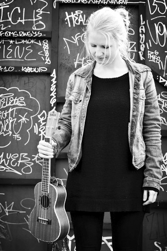 Ditte Dupont Priess Loft - sang | Sang og brugsklaver | Rytmik | babyrytmik to-go26 35 81 70Send en mail▶︎ SE PROFIL