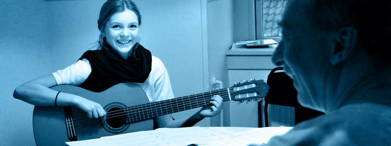 Laura_guitar.jpg