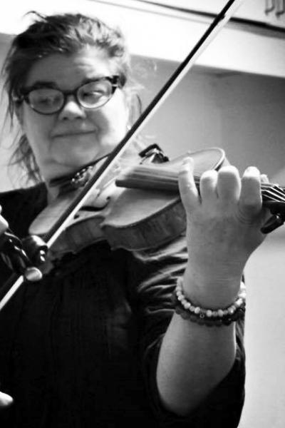 Louise Ring Vangsgaard - VIOLIN | VIOLINFORSKOLE25 33 82 83SEND EN MAIL▶︎ SE PROFIL