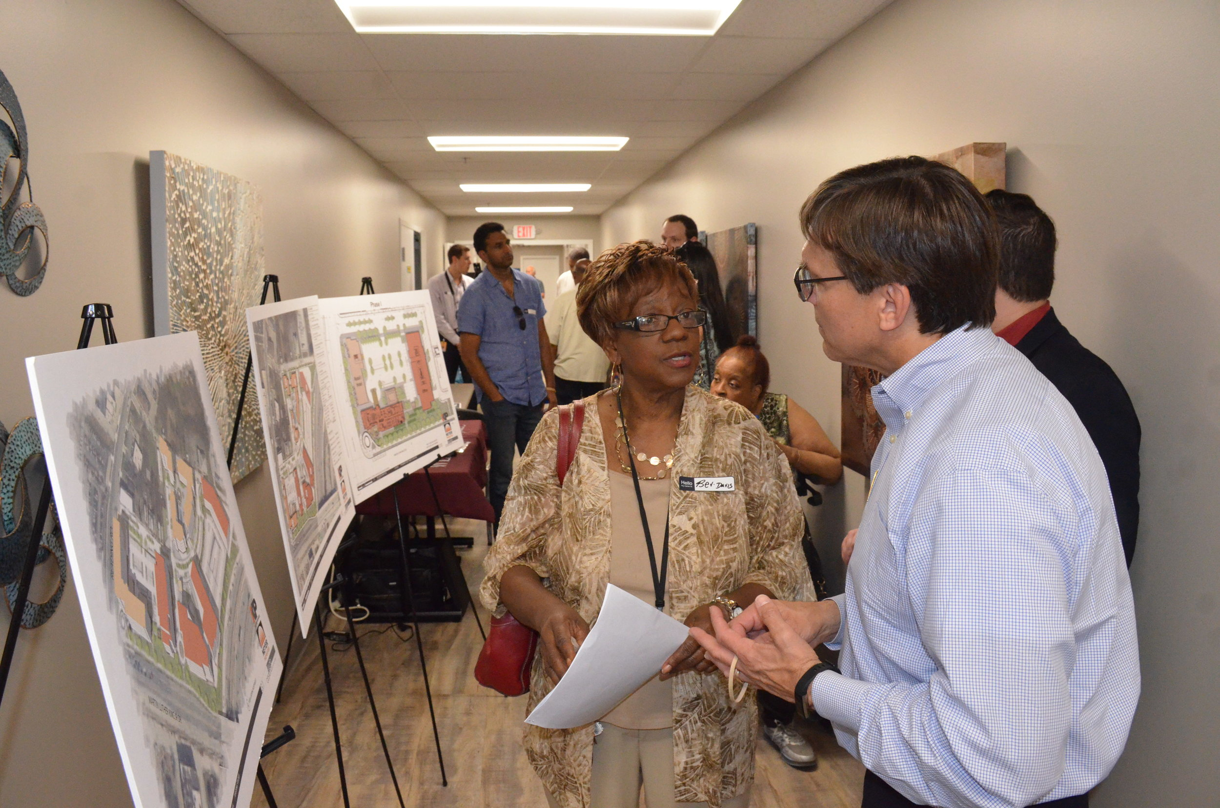 Chris Dobrozsi, VP of Real Estate Development at Neyer Properties, talks with Beverly Davis, Avondale resident and Rockdale Elementary teacher, about Neyer and Kularni Properties' upcoming developments in UIC's northeast quadrant.