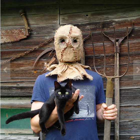 LB - Image - Horror Lounge - Merch - mask-scarecrow-cutting-horror-halloween.png