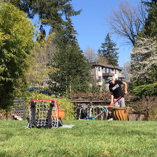 Lawn mower battery dies 😖🔋. Sauce time! 😄🥫   Swipe for blooper reel ... #sauce #saucekit #backyard #hockey @warriorhky @hockeysaucekit @sanjosesharks