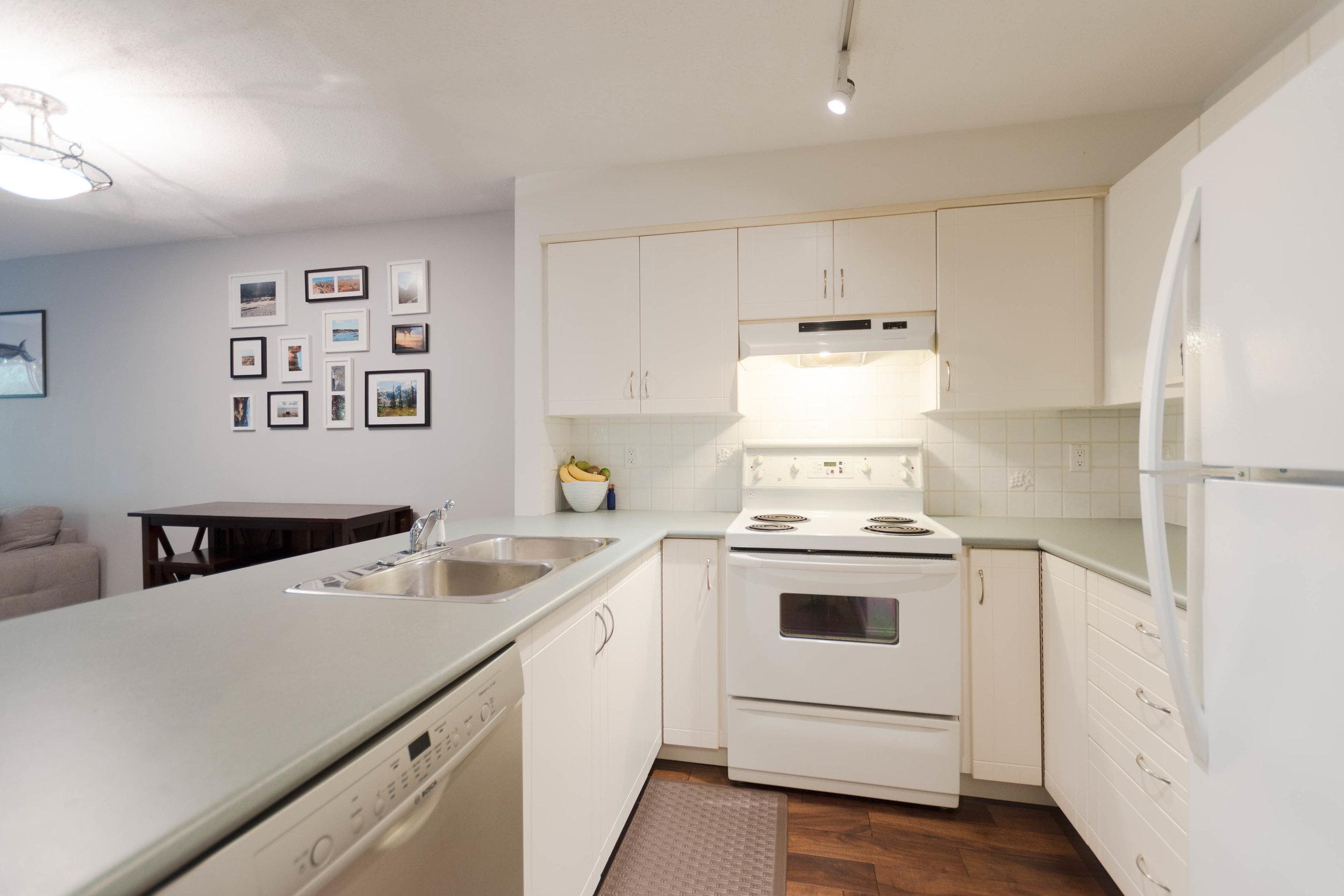 206  3099 Terravista Pl Port-print-010-21-Kitchen-3936x2624-300dpi.jpg