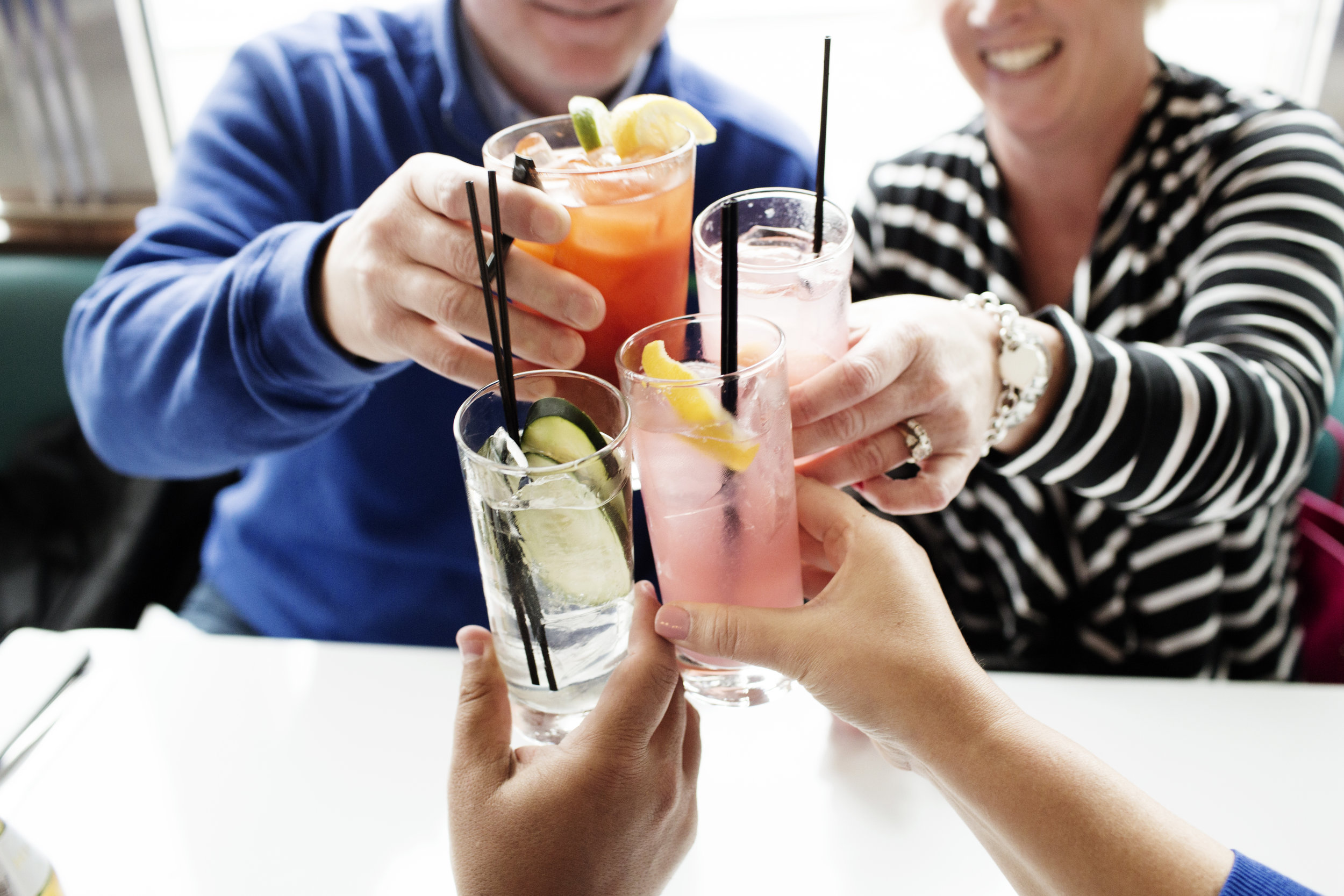 Diners with cocktails | Hi-Lo Diner | The Restaurant Project