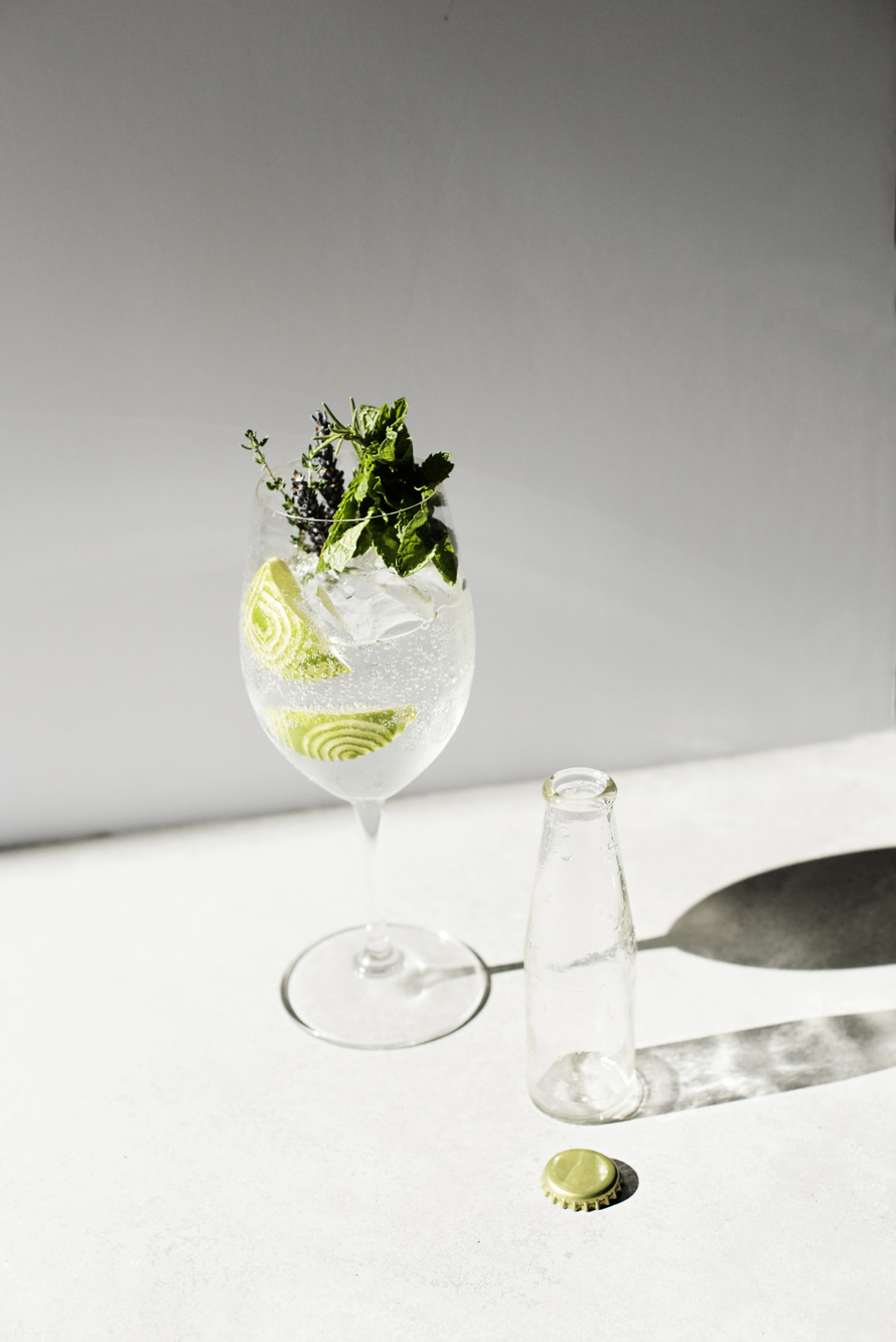 Cocktail with fresh lime and herbs | Martina | The Restaurant Project