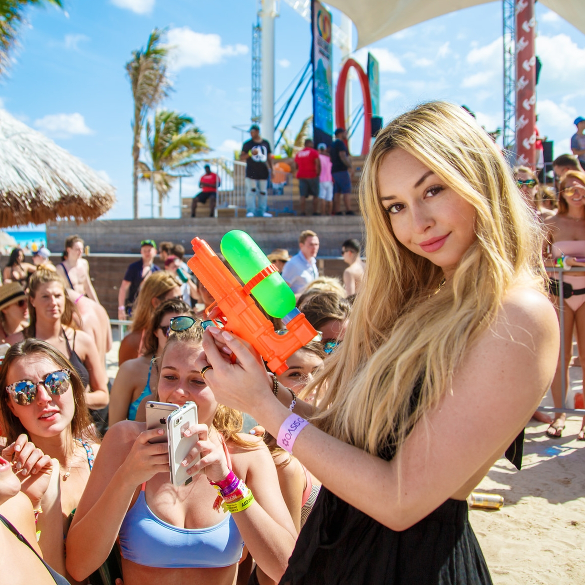 Corinne-Olympios-Spring-Break-Cancun-Campus-Vacations-Review