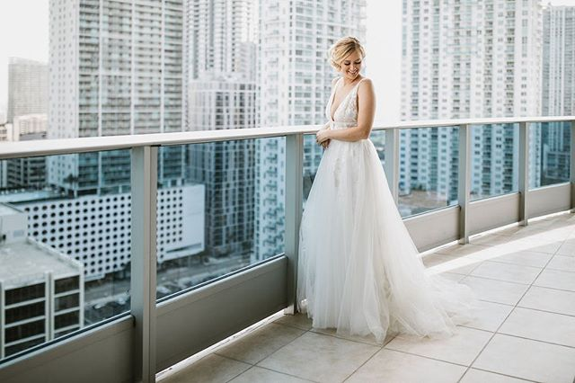 My gorgeous Bride, Rebekah! 😍 Isn't she stunning you guys?! @the_picture_cottage @rebekahfinol @epichotel @aandbe_miami @laurasbarcelo