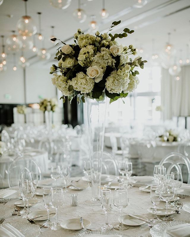 I love the Metropolis Ballroom at the @epichotel 😍 You don't need to add much to the already gorgeous room to have that wow factor! Their bubble light fixtures and huge open windows are everything! Florals: @jmorganflowers Photographer: @the_picture_cottage