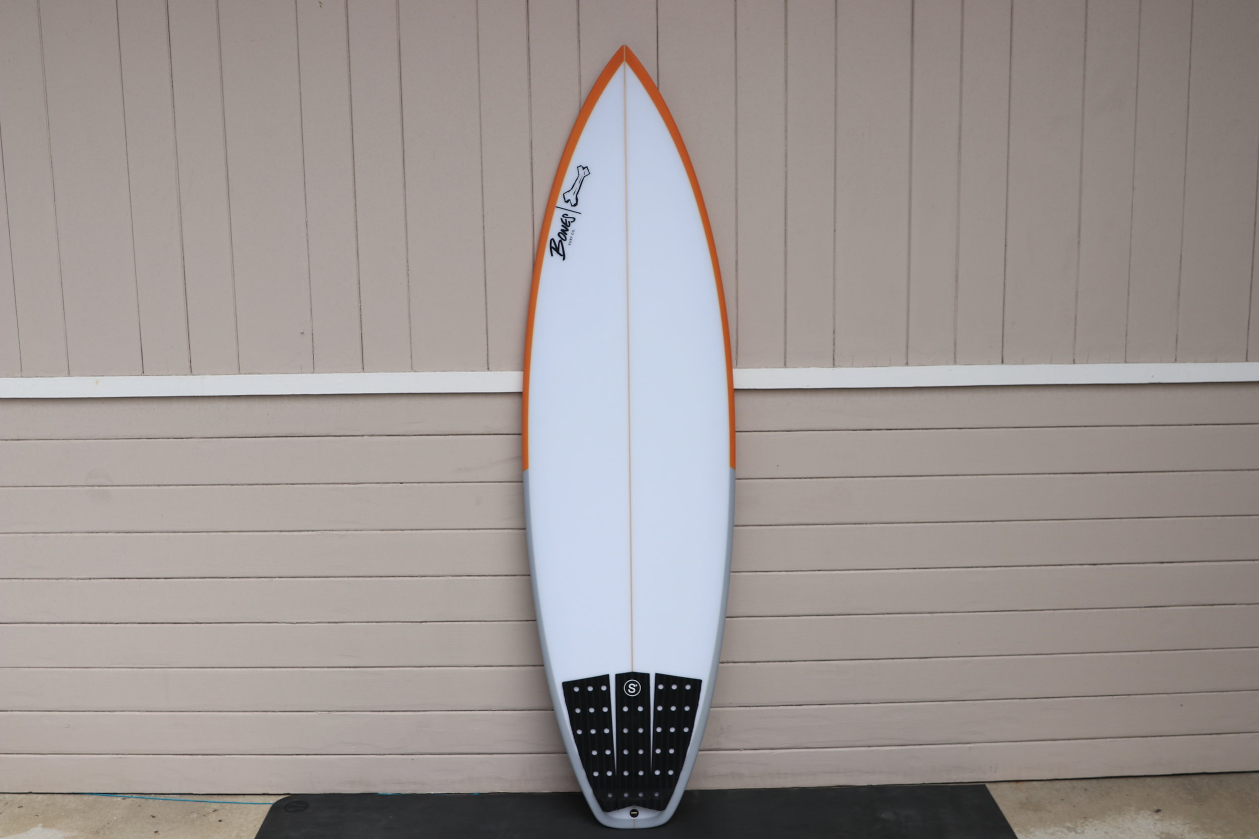 Super Soaker  6'0 x 20 x 2.44  This is an exact replica of the shortboard Jazz has been riding. Nothing new, just made it the exact same. I am guessing that this board will get the most usage out of his quiver. Pretty good in everything from punchy waist high waves to well overhead.