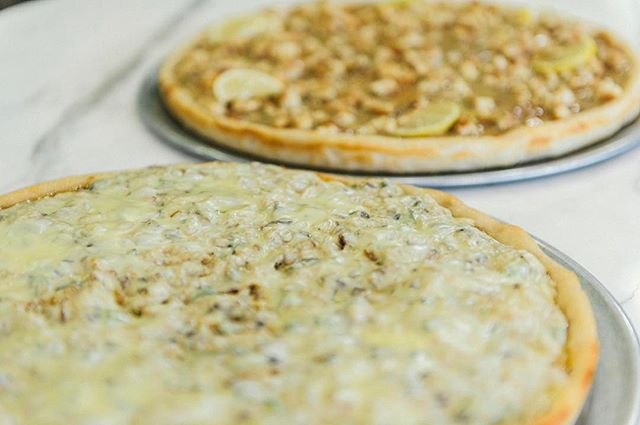 Spend your Friday night at @difarinapizza and enjoy delicious speciality pies!  #DiFarinaPizzaria #italianfood #italian #yummy #pasta #pizza #dinner #lunch #NJ #Cranford #ScotchPlains #Fanwood #Garwood #Clark #NewJersey
