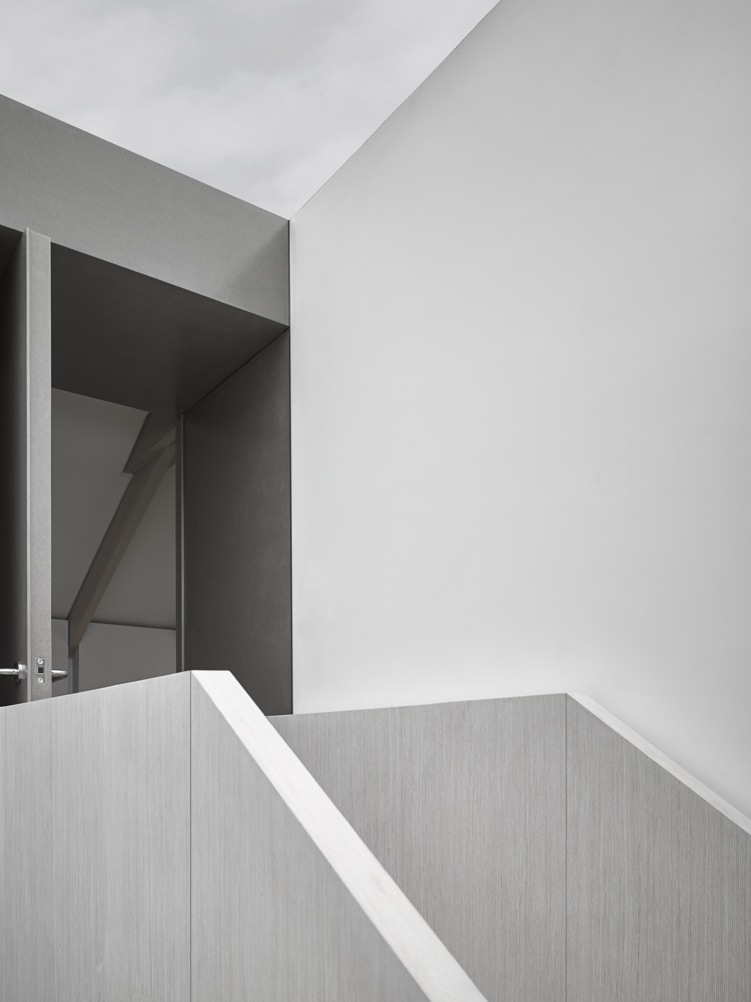 reveal in roof-con_form_architects_03.jpg