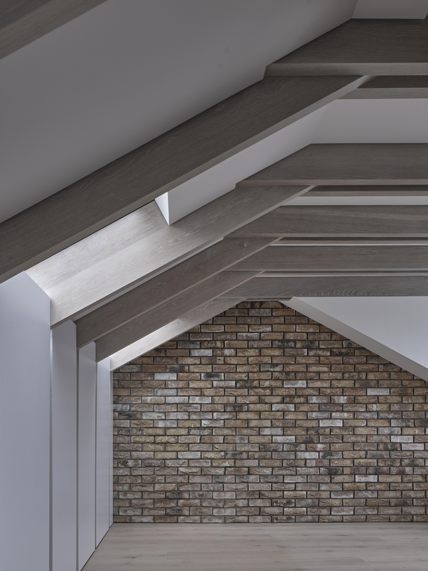 reveal in roof-con_form_architects_06.jpg