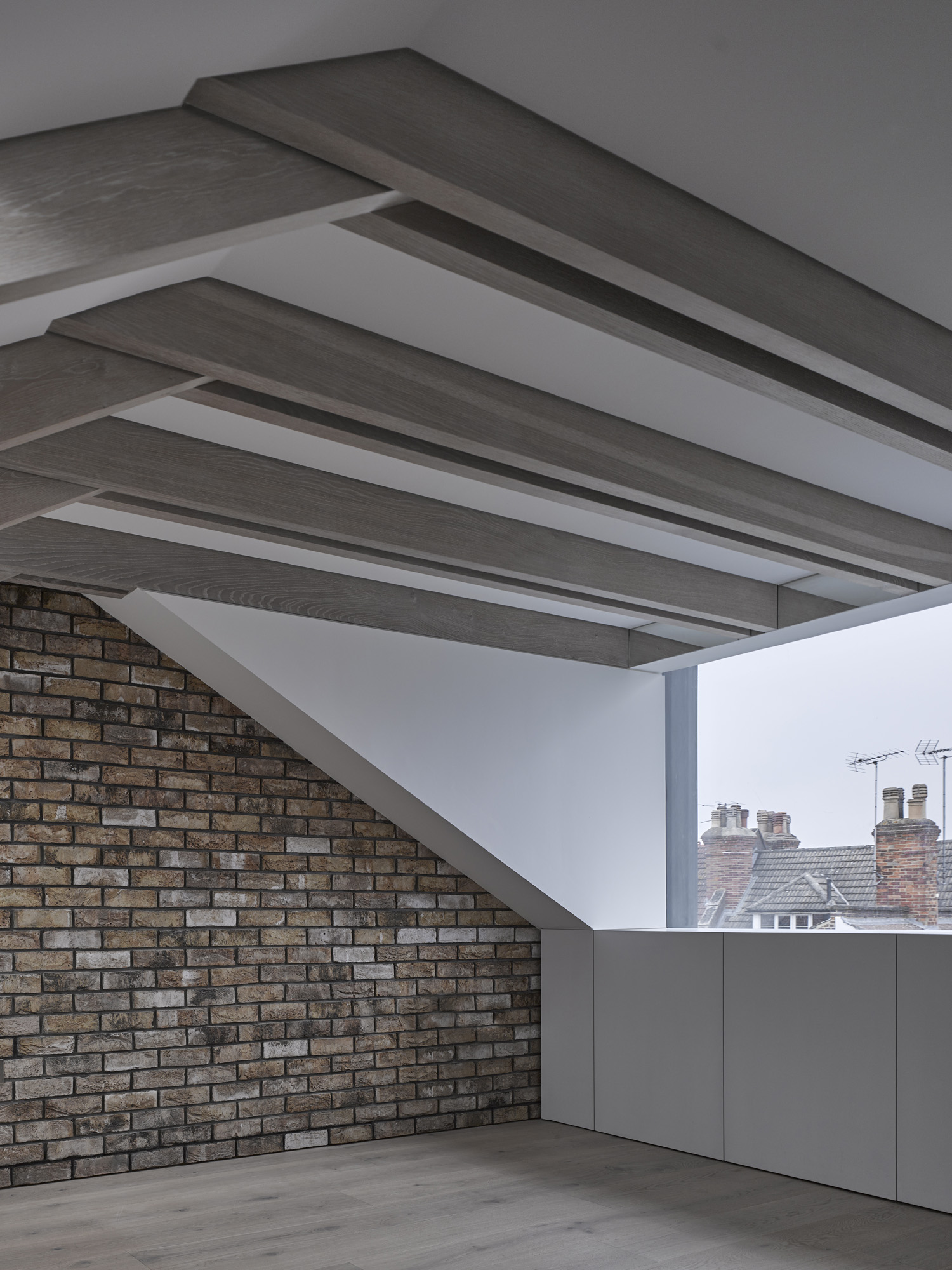 reveal in roof-con_form_architects_07.jpg