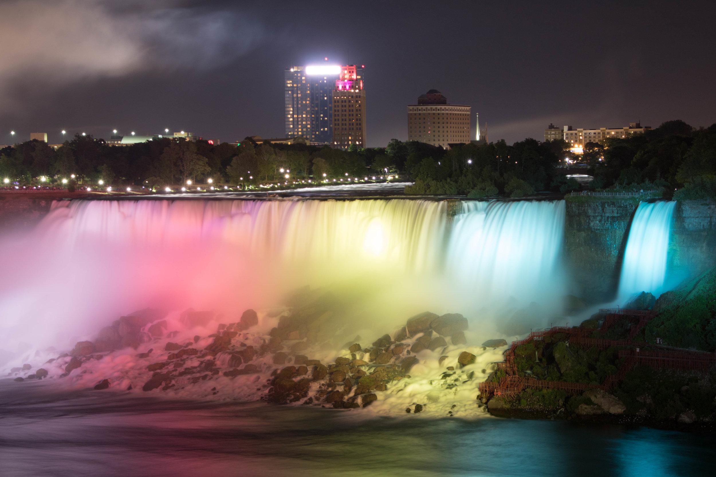 Niagara-Falls-Canada-Nighttime-Long-Exposure-Photography