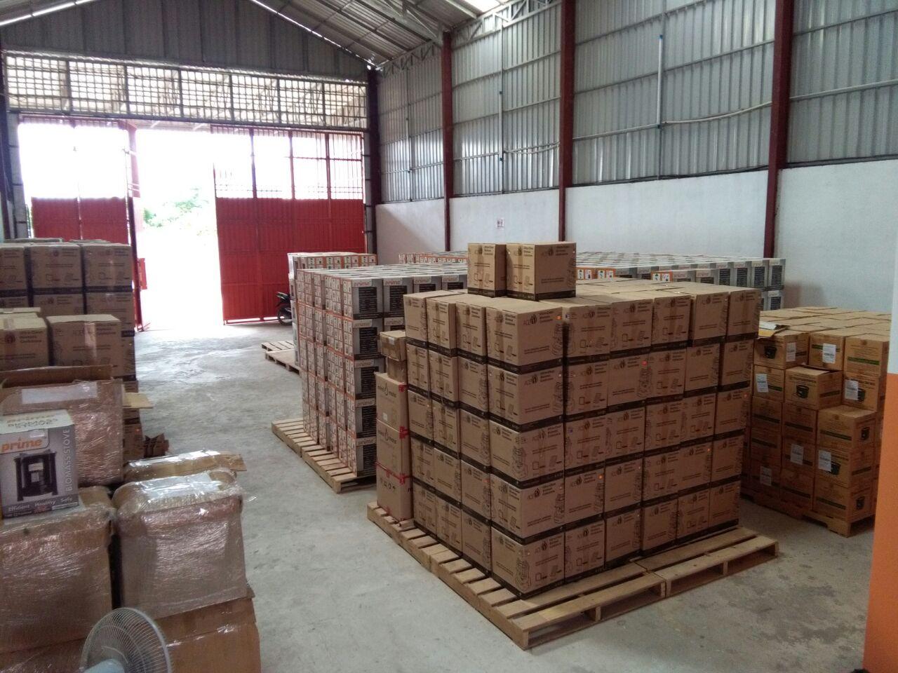 Photos: The Stove Auction warehouse in Phnom Penh, Cambodia