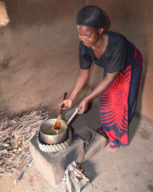 A happy beneficiary of a new TLC-CQC rocket stove in East Zambia. The corrugated pot skirt keeps flames from blowing off the pot and creates a chimney effect drawing air into the fire through the stick shelf at the mouth of the combustion chamber. In adopting this stove, women no longer have to gather large diameter firewood at many kilometers from their villages using a couple of hours a day, but can pick up small twigs readily available around the village, or have the little kids do it for them. @COMACO_zambia, #FivePointCorporation, photo by @cameron.newcombe #CQuestCapital
