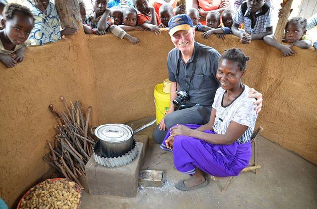 Ken Newcombe congratulates this proud owner and builder of her new rocket stove and well-ventilated half wall kitchen. Its healthier for her and all of her young kids who previously breathed lots of toxic smoke from an open fire, day after day.⠀⠀⠀⠀⠀⠀⠀⠀⠀ ⠀⠀⠀⠀⠀⠀⠀⠀⠀ Implementation by @COMACO_zambia, development by #CQuestCapital, investment by FivePoint Corporation and photograph by @cameron.newcombe