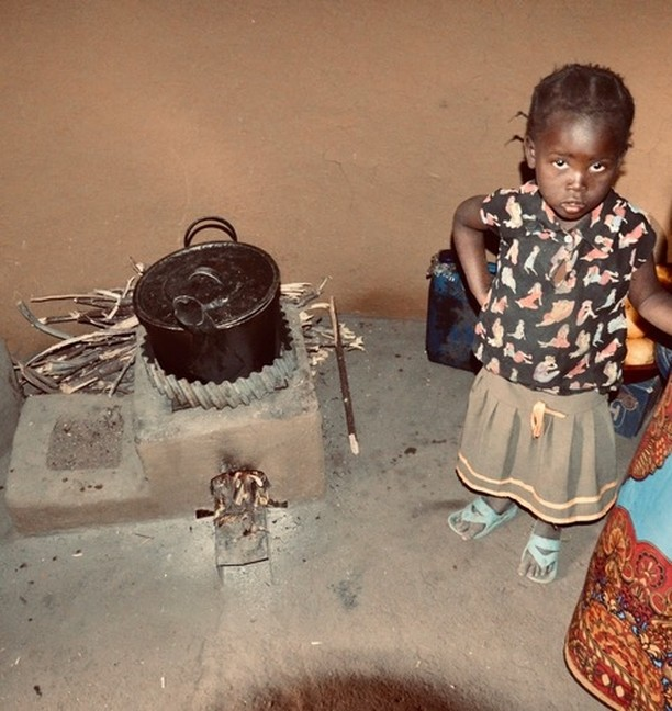 This cookstove that smokelessly runs on small amount of twigs as fuel in a contained space means less risk of children being burned by cooking fires, better air quality in their homes and less carbon being emitted into the atmosphere. Learn more about how you can help support our campaign in partnership with @elephantcooperation and @COMACO_Zambia via the link in bio.