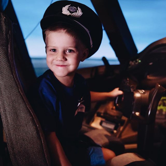 Privileged to capture this brave little man experiencing his dream right here ☝🏼 Watch my insta story for more info ✈️♥️⭐️ @virginaustralia @starlightau  #starlightfoundation #virginaustralia #xavierswish #7news