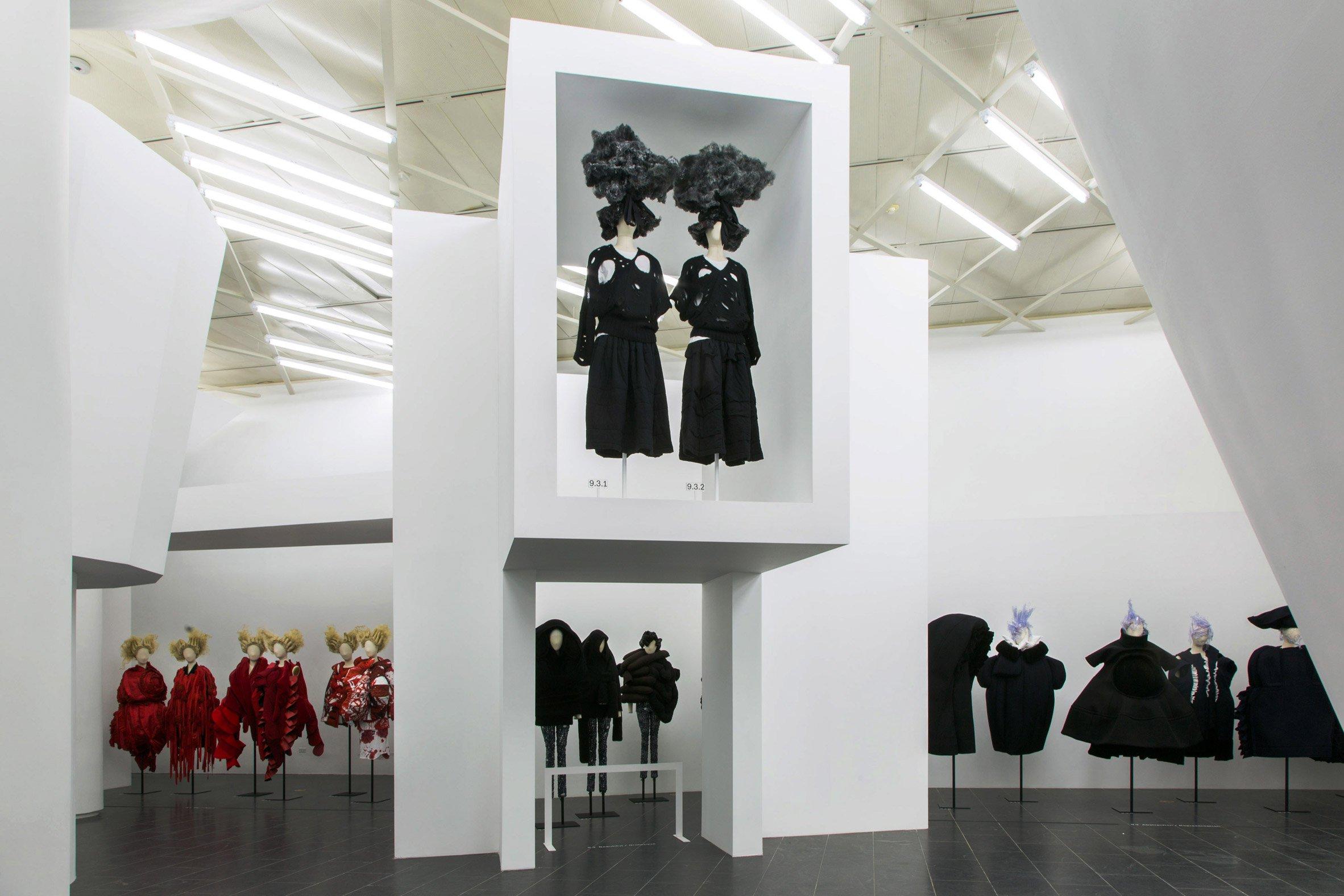 comme-des-garcons-in-between-rei-kawakubo-monograph-fashion-costume-institute-spring-exhibition-metropolitan-museum-art-new-york-usa_dezeen_21.jpg