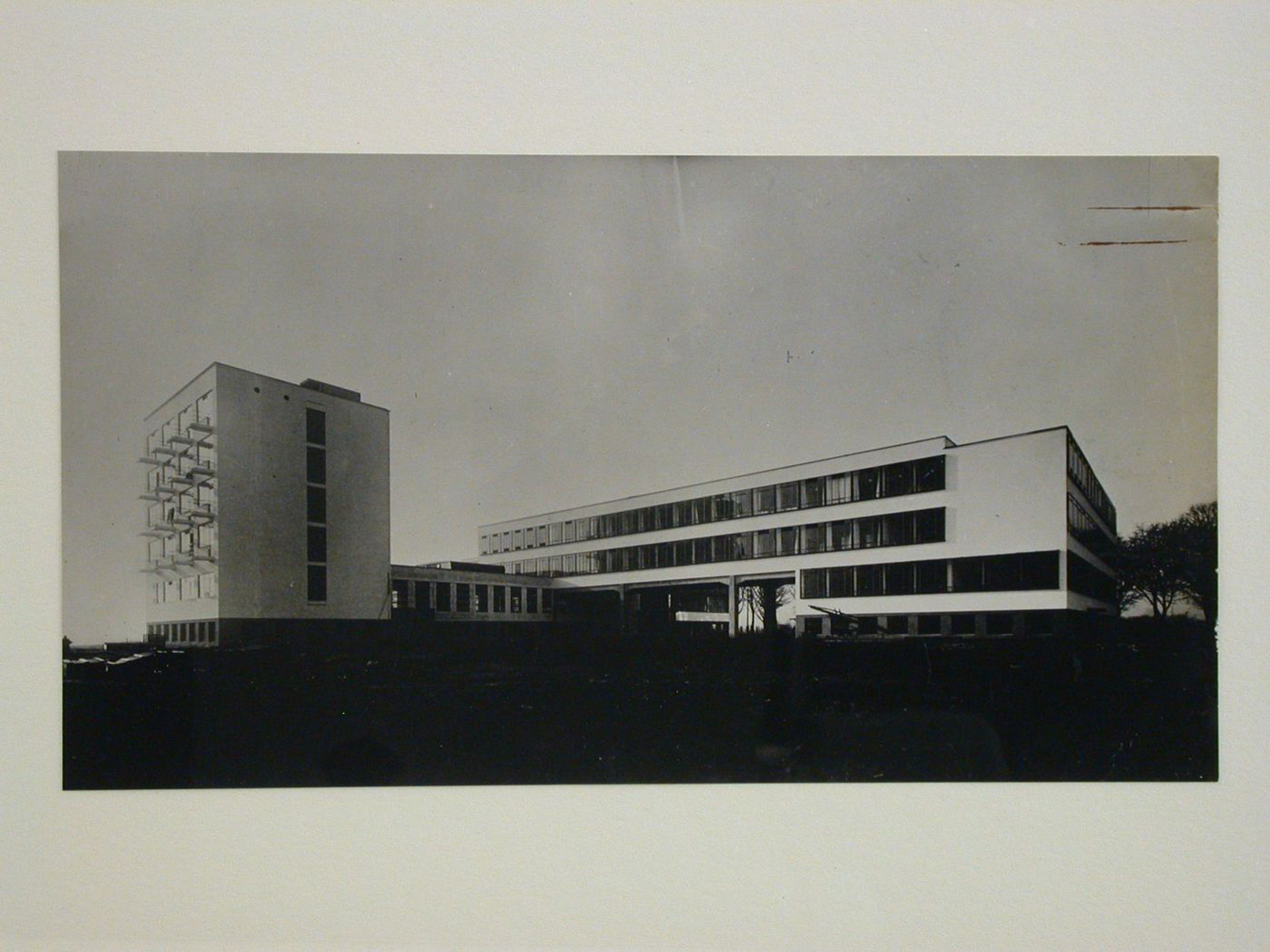 View of the Bauhaus by Walter Gropius, in Dessau, Germany — Collection Centre Canadien d'Architecture/Canadian Centre for Architecture, Montréal