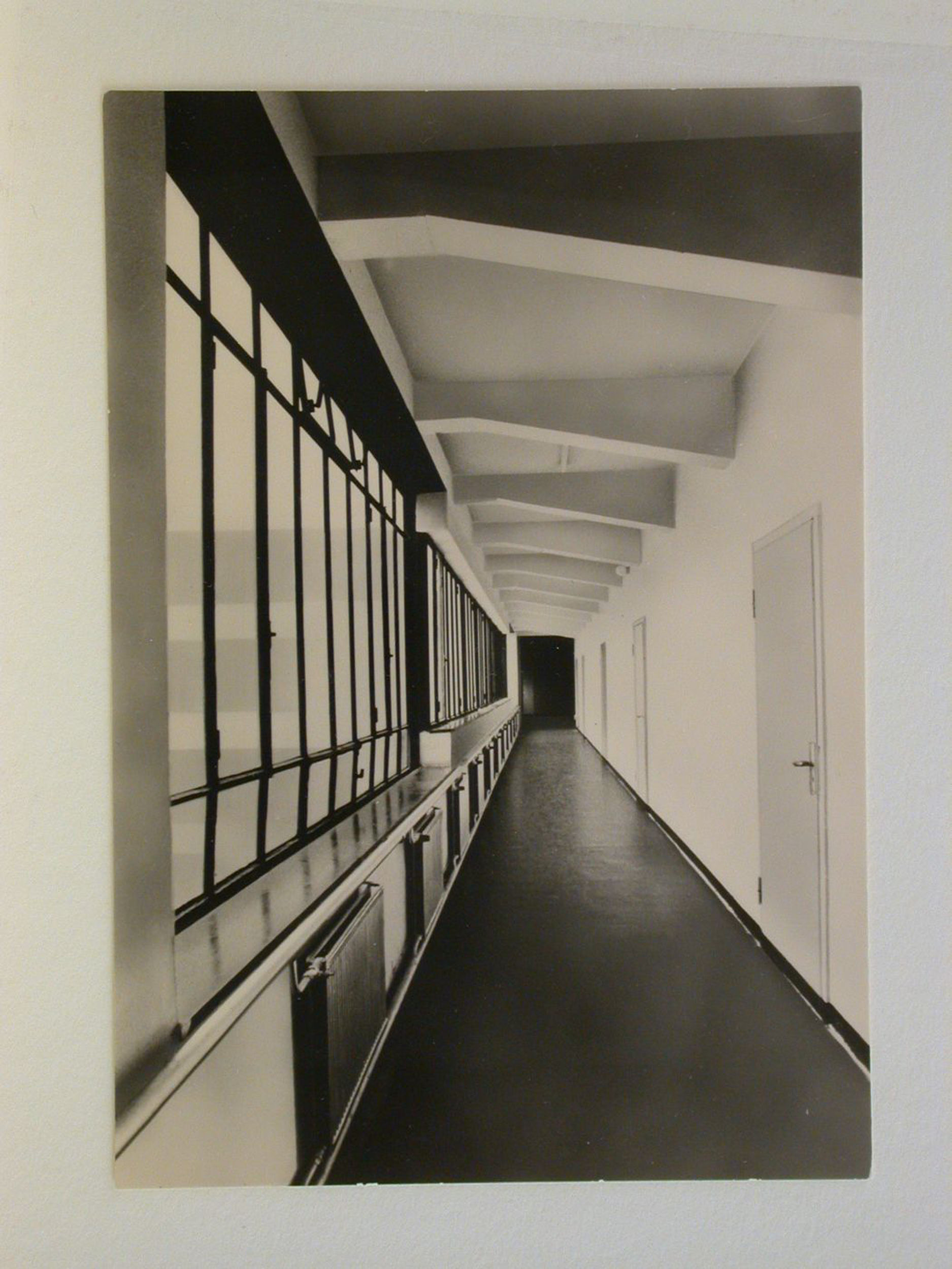 Interior view of the administration wing of the Bauhaus building showing a corridor, Dessau, Germany — Collection Centre Canadien d'Architecture/Canadian Centre for Architecture, Montréal