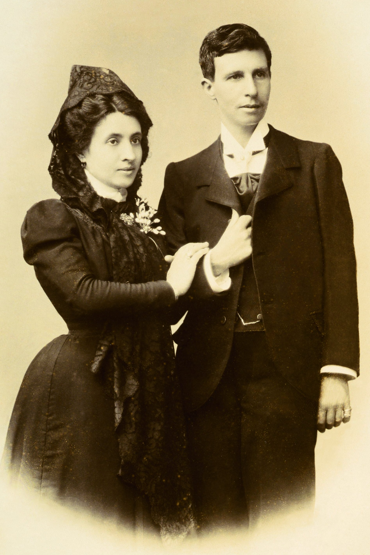 Photograph of   Marcela Gracia Ibeas and Elisa Sánchez Loriga's (dressed masculine) wedding portrait.