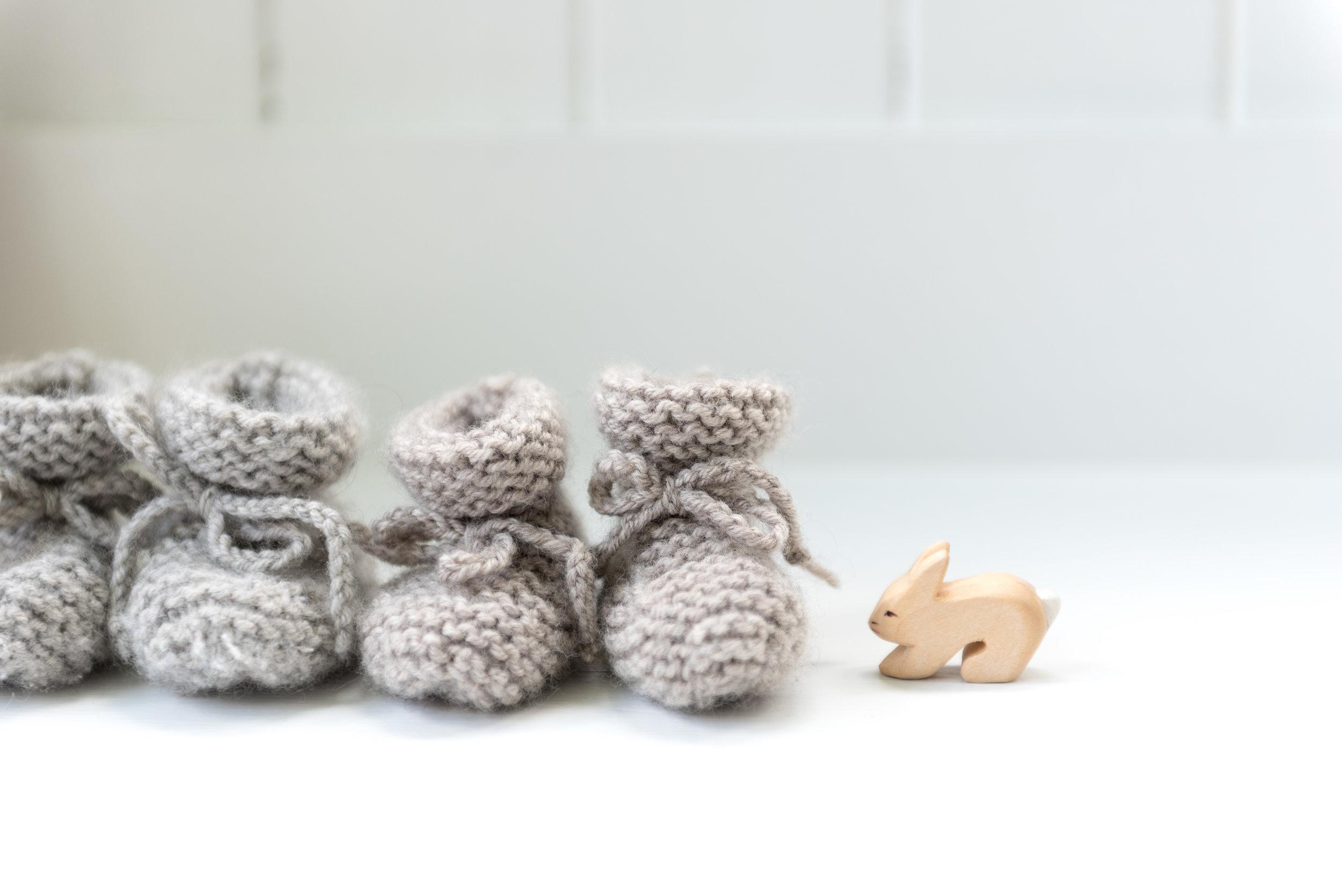 """Petites bottes """"en alpaga"""" - Tricots Intemporels pour Bébés"""