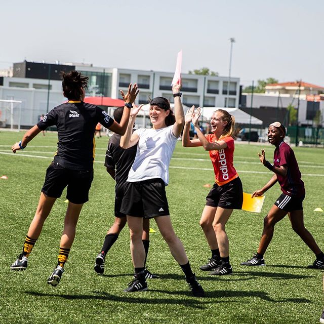 Throwback to Lyon where 43 referees from 25 countries went through a FIFA certified referee training course... in the heat. 😰 We love seeing so many women developing their skills as refs!
