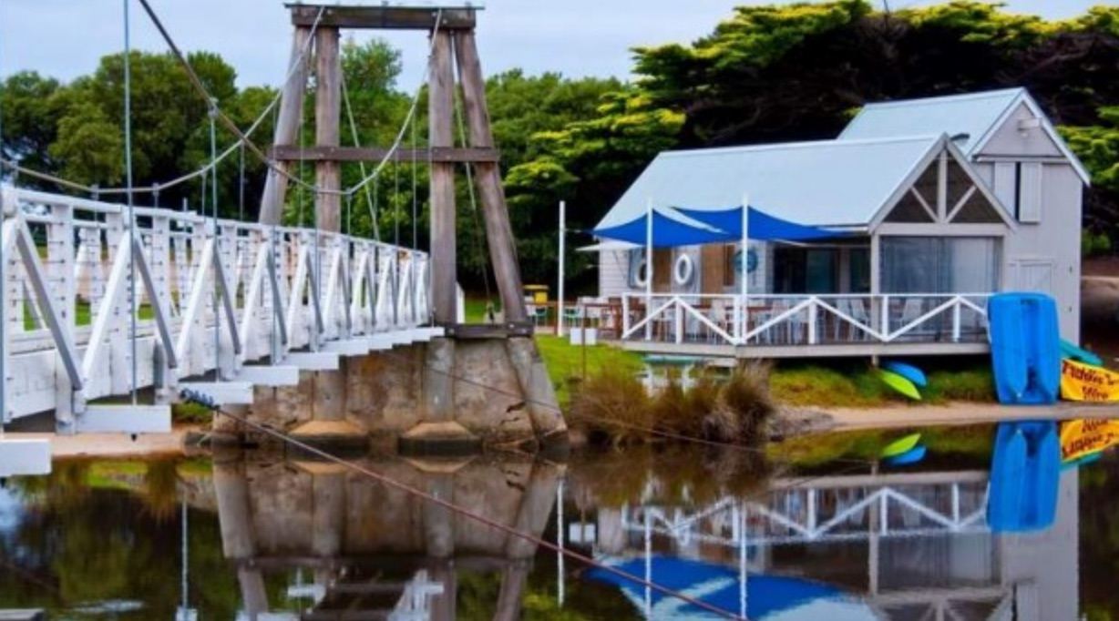 Swing Bridge - The iconic Lorne Swing Bridge was originally built in 1937. This long-standing icon marks where the Erskine River meets the sea. A short walk from La Perouse you can discover a local hidden gem. Hire a paddle boat, a kayak or sit and enjoy the peace and tranquility.