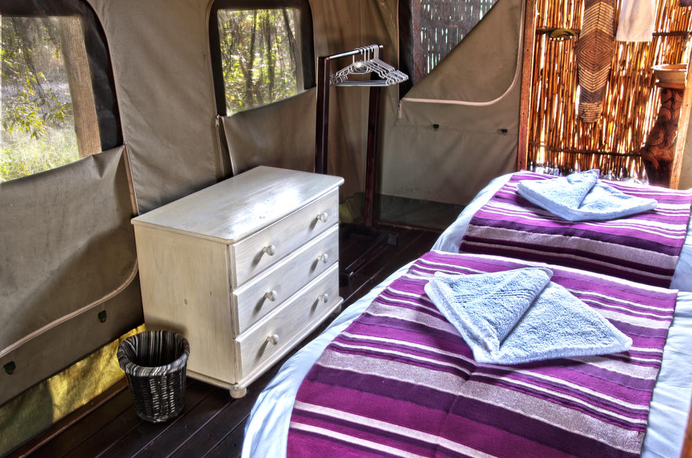 Safari_tents_at_Shindzela_equipped_with_chest_of_drawers_and_hanging_clothes_rack.jpeg