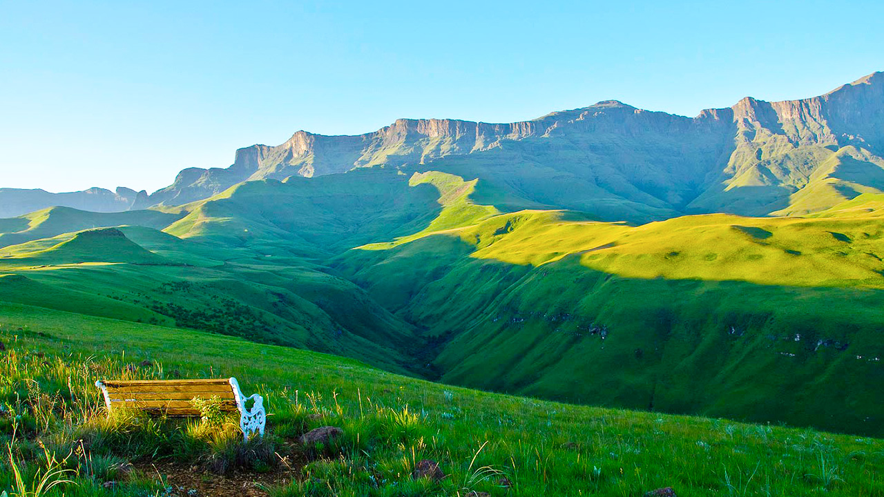 Drakensberg-accommodation-hotel-resort-rooms-guesthouse-lodge-mountain.jpg