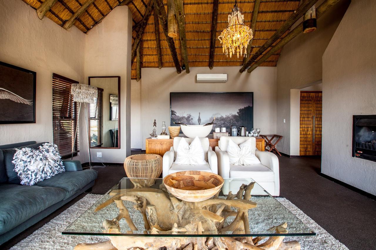 Honeymoon Suite Lounge4.jpg
